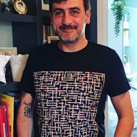 photo of chris gascoyne wearing manchester bands name-chains black t-shirt