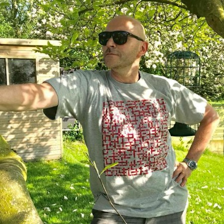 simon rimmer wearing liverpool fc name-chains grey t-shirt